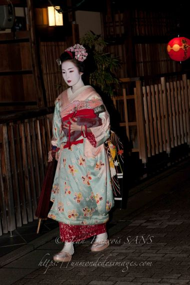 KYO geisha dans la quartier de Gion