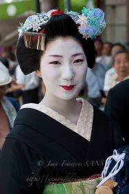 Kyoto, une Maiko souriante. Elle a posé pour moi