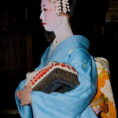 14-KYOTO maiko en bleu