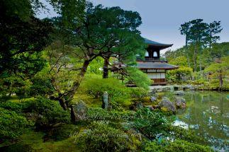 Vue d'ensemble du jardin du temple d'argent de Kyoto.