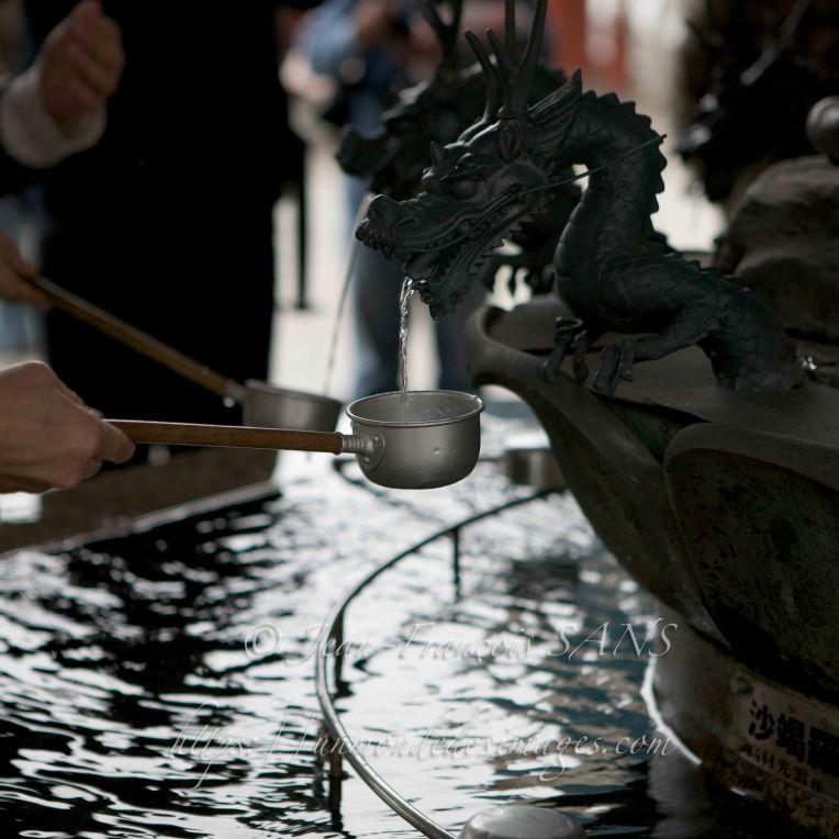 Fontaine à l'entrée du Temple Senso-Ji