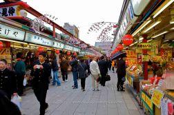 Rue commerçante aux abords du temple SENSO-JI.