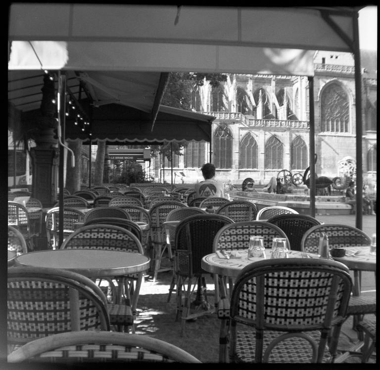 Terrasse et fontaine Tinguely - Paris Beaubourg - juillet 2019