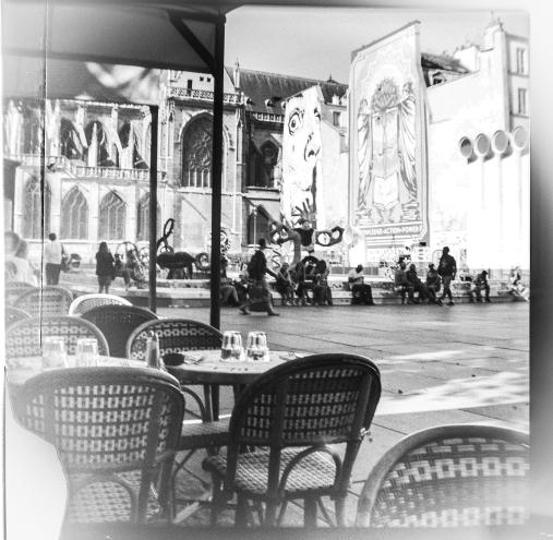 Terrasse et fontaine Tinguely vue spéciale - Paris Beaubourg - juillet 2019